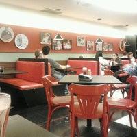 Photo taken at Eddie Fine Burgers by Thiago A. on 3/28/2013