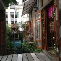 12/15/2012 tarihinde Stephanie G.ziyaretçi tarafından HI Sukhumvit Hostel'de çekilen fotoğraf