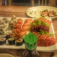 Foto tirada no(a) Jow Sushi Bar por Lucca S. em 12/11/2015