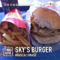 Foto tirada no(a) Sky's Burger por Luiz Henrique A. em 12/27/2012