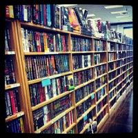 Photo prise au Half Price Books par Raymond G. le9/27/2013