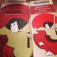 Foto tirada no(a) Musashi Culinária Japonesa por Victor M. em 5/24/2013