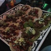 Foto tomada en Machete Tequila + Tacos por Helen Y. el 3/7/2017