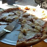 Das Foto wurde bei Hops & Pie von Sean M. am 11/13/2012 aufgenommen