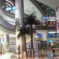 10/24/2013 tarihinde Alcina K.ziyaretçi tarafından Dubai Uluslararası Havalimanı (DXB)'de çekilen fotoğraf