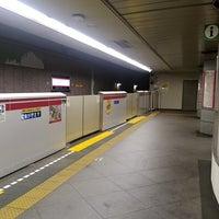 Foto tirada no(a) Oedo Line Yoyogi Station (E26) por 普通 立. em 7/21/2017