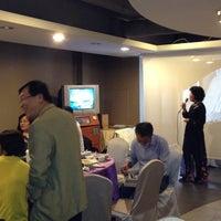 Photo taken at 天仁茗茶 Ten Ren's Tea by Charles H. on 11/16/2013
