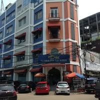 Foto tomada en Restoran Ikan Tude Manado por Redi H. el 2/5/2013
