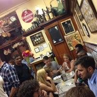 6/21/2013 tarihinde Annabel A.ziyaretçi tarafından El Xampanyet'de çekilen fotoğraf
