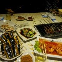 Das Foto wurde bei 延吉丰茂串城 Fengmao BBQ von Jeonghwa L. am 10/23/2012 aufgenommen