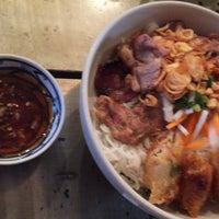 Photo taken at Quan Chi Hoa Vietnamese Cuisine by Michisuke K. on 7/26/2017
