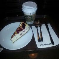 3/18/2013 tarihinde Emir T.ziyaretçi tarafından Starbucks'de çekilen fotoğraf