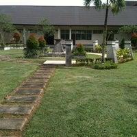 Photo taken at Fakultas Ekonomi Universitas Tanjungpura by Anjang K. on 1/9/2013