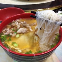 Photo taken at 大眾飲食店 by Chung-Hsine L. on 10/31/2014