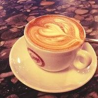 3/27/2013 tarihinde Andrés R.ziyaretçi tarafından Espresso Vivace'de çekilen fotoğraf