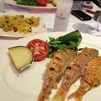 3/27/2013 tarihinde GS Ferhan I.ziyaretçi tarafından Kordon Yengeç Restaurant'de çekilen fotoğraf
