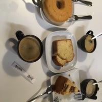 Photo prise au IKEA Restaurant & Café par Delaram S. le3/16/2018