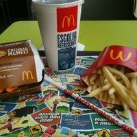 รูปภาพถ่ายที่ McDonald's โดย Karen C. เมื่อ 10/26/2012