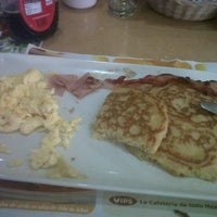 Photo taken at Vips by Lesly V. on 1/11/2013