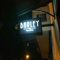 Foto tirada no(a) Barley Brew Pub por Cesar G. em 12/25/2012