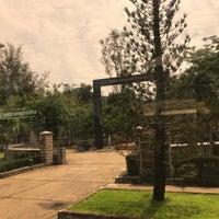 Photo taken at Nghĩa trang Hàng Dương by Kh🎻nh on 5/20/2017