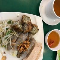 Photo taken at Banh Cuon Tay Ho by Kh🎻nh on 1/24/2017
