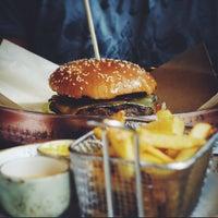 Снимок сделан в Ketch Up Burgers пользователем Anna B. 9/7/2014