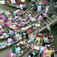 Photo taken at Amphawa Floating Market by Uthumporn K. on 5/18/2013