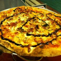 Foto tirada no(a) Fire Works Pizza por Priscilla K. em 6/1/2013