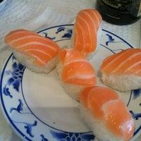 Foto tirada no(a) Carcavelos Sushi por João S. em 10/19/2012