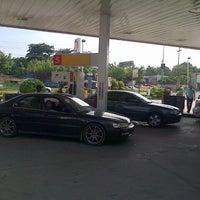 Foto tomada en Estación Shell por Jose R. el 10/30/2012
