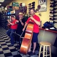 Photo taken at Gilly's Craft Beer & Fine Wine by Xuan V. on 6/18/2013