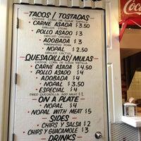 Снимок сделан в Los Tacos No.1 пользователем veronica p. 8/3/2013