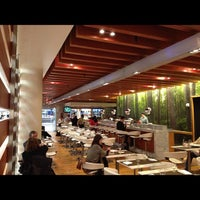 Photo taken at One Flew South Restaurant & Sushi Bar by Elizabeth S. on 11/23/2012