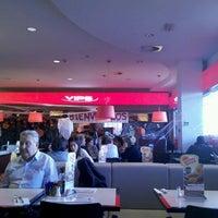 Foto tomada en VIPS por Daniel R. el 10/31/2012