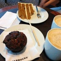 Das Foto wurde bei Starbucks von Ириска М. am 2/24/2013 aufgenommen
