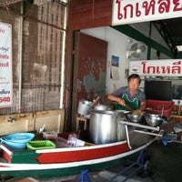 Photo taken at Goliung Noodles And Crispy Pork by Thailand T. on 12/10/2012