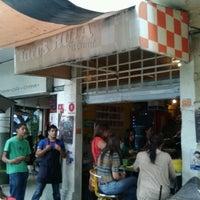 Foto tirada no(a) Tacos Hola! por Antonio E. em 10/18/2012
