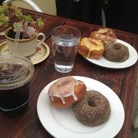 Photo prise au Dynamo Donut & Coffee par Elly H. le1/5/2013