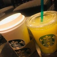 Foto tomada en Starbucks por Asma G. el 10/9/2018