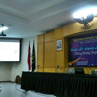 Photo taken at Pascasarjana Fakultas Teknik by Iwan N. on 4/10/2014