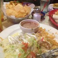 Foto tomada en La Parrilla Mexican Restaurant por SaBrina P. el 4/25/2013