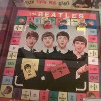 Foto tomada en Museo Beatle por Victoria M. el 5/24/2013