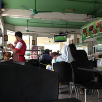 Photo taken at Restoran Razz Maju by Al Ameen Iman on 9/13/2013