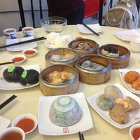 Photo taken at Restoran Foh San Dim Sum (富山茶楼) by Karen L. on 2/9/2013