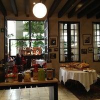 Foto tomada en Café Torino por Andres C. el 4/26/2013