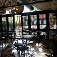 11/1/2012 tarihinde Ufuk Y.ziyaretçi tarafından Café des Cafés'de çekilen fotoğraf