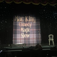 Foto tirada no(a) The Mac King Comedy Magic Show por Dennis D. em 7/21/2017