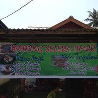 Photo taken at Warung Selera Timur by Mozaiq Z. on 6/20/2013