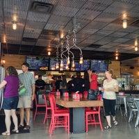รูปภาพถ่ายที่ BurgerFi โดย Jeff K. เมื่อ 8/19/2013